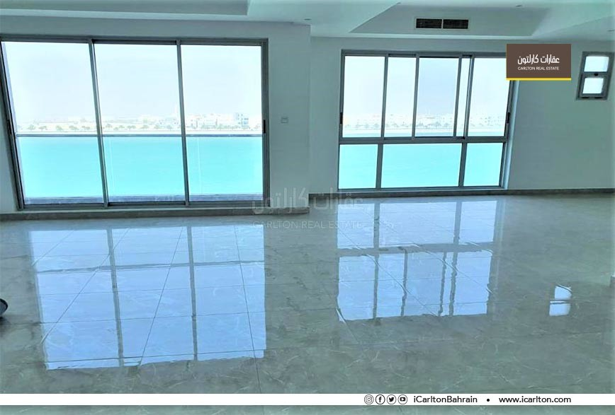 Big commercial penthouse/ sea view