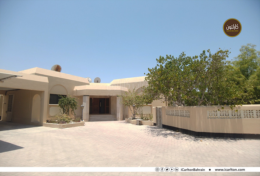 SPACIOUS HOME WITH GARDEN AND COMMUN POOL