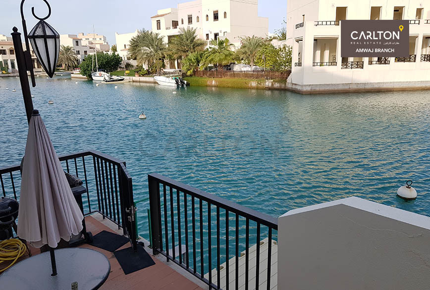Home with direct access to the lagoon