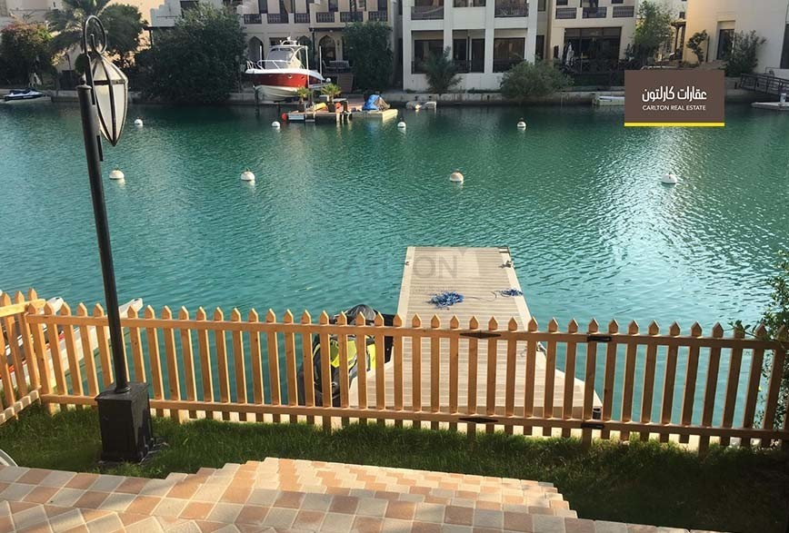 Direct lagoon access home with relaxing patio