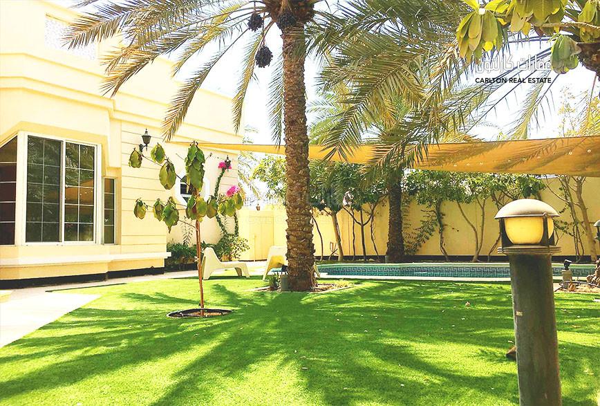 Private pool, beautiful quiet environment