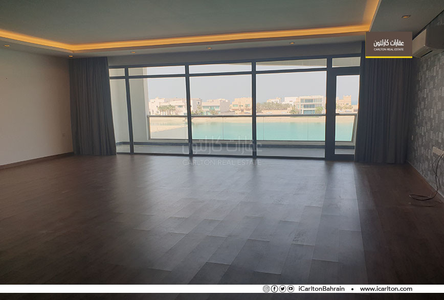 Villa for sale directly on the lake - Amwaj