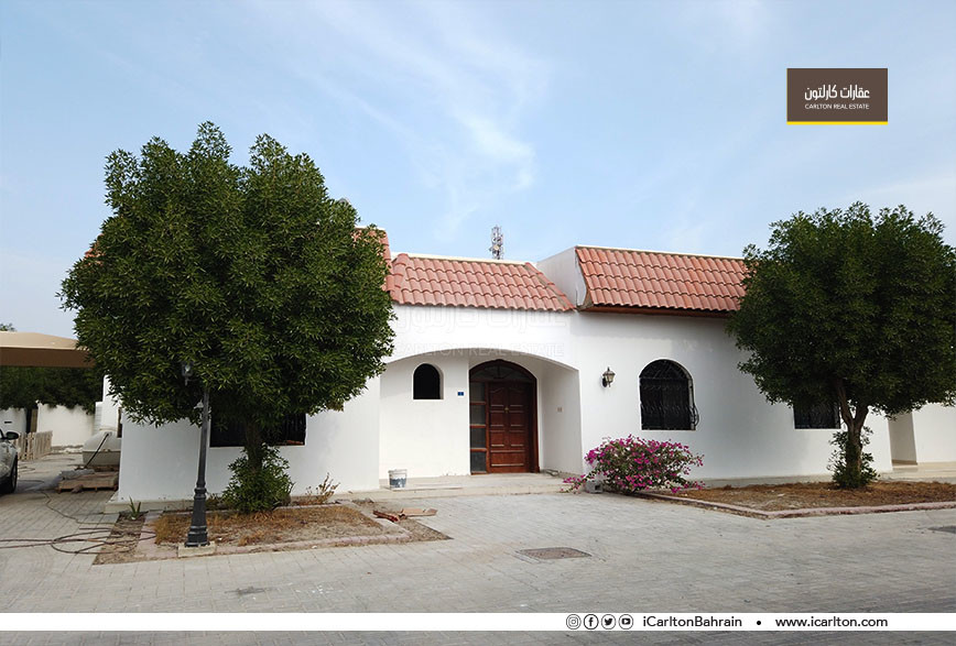 REFURBISHED VILLA WITH POOL IN COMPOUND*