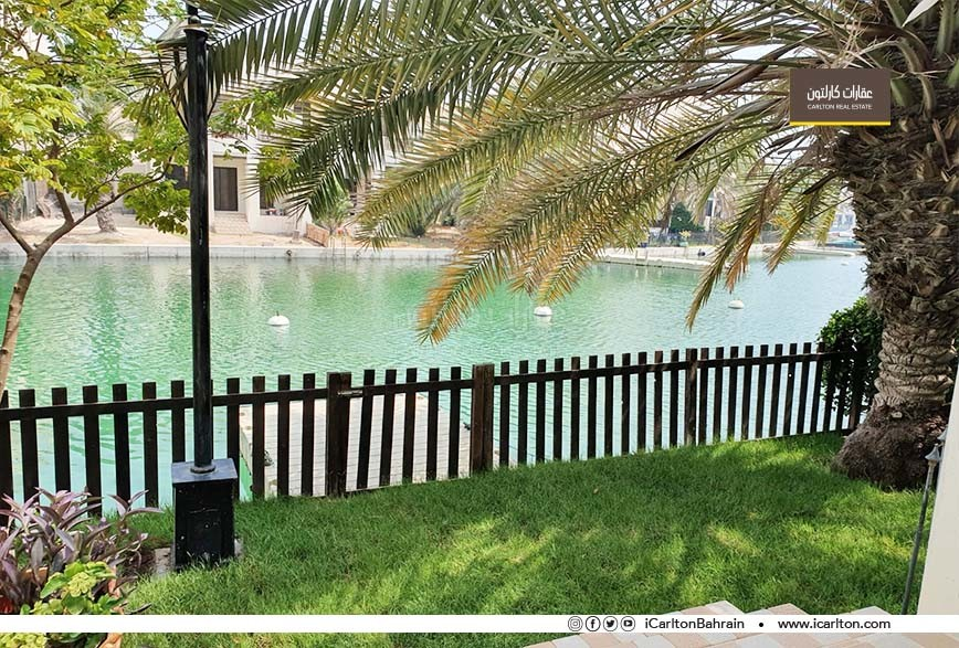 Modest 3 BR Flat with Direct Lagoon Access