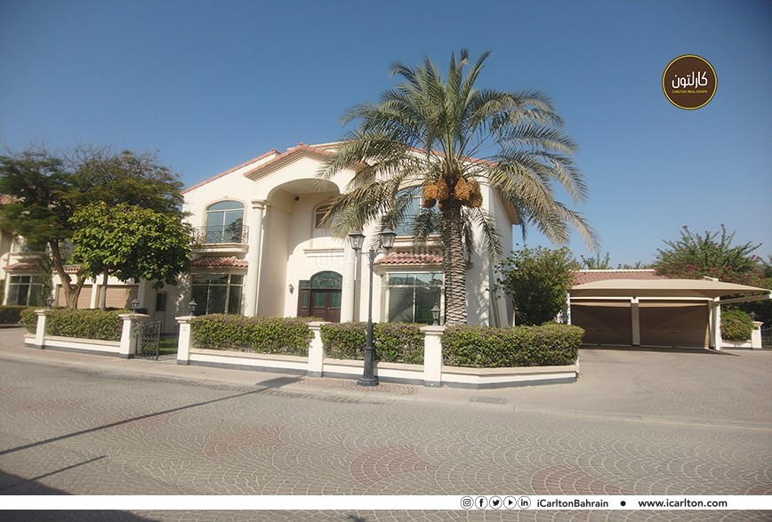 CHARMING 5 BEDS HOME WITH GARDEN AND POOL